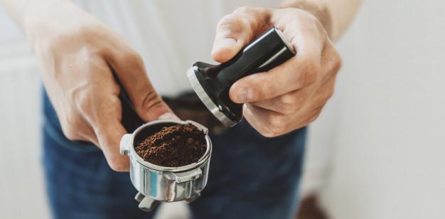 ¿Cómo se usa un prensador de café?