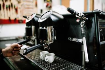 Cómo hacer buen café en una cafetera de bar