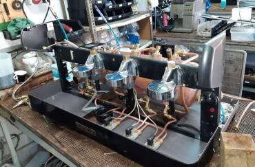 Restauración de máquina de café en Serratella